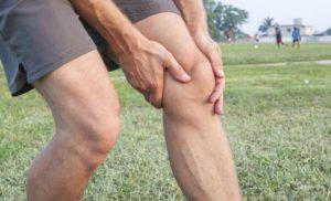 Коленные суставы мужчины