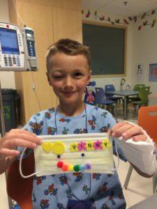 Больной саркомой мальчик в больнице