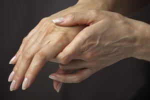 Женские кисти рук