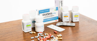 Много лекарств на столе