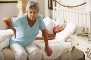 У пожилой женщины приступ боли