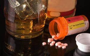 Таблетки выпали из баночки