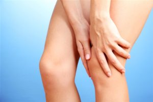 Изображение - Отек в области коленного сустава Ushib-nogi-300x200