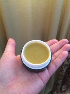 Изображение - Препарат здоров для суставов banochka-krema-v-ruke-225x300